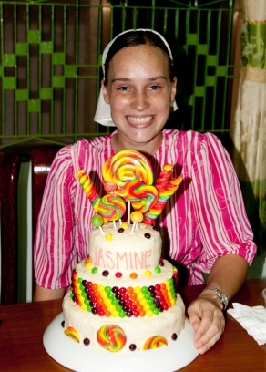 Jasmine and her cake.